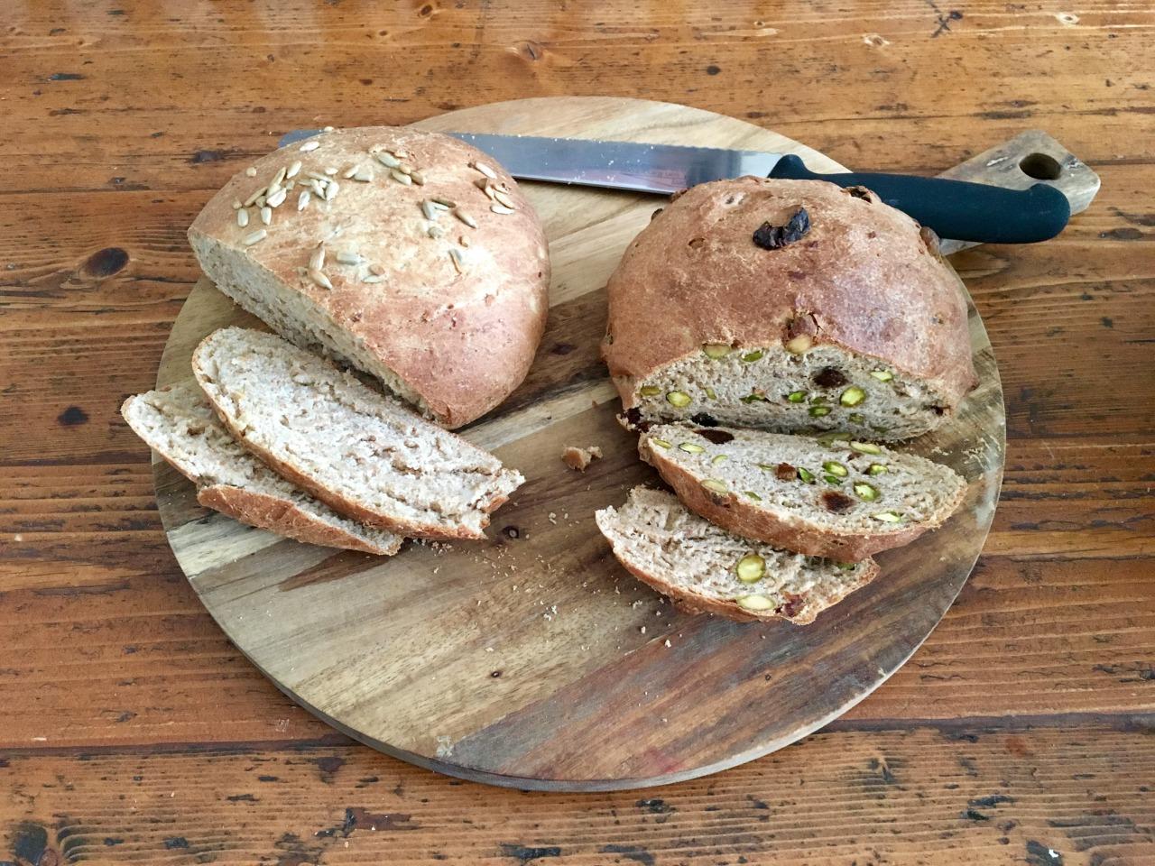 Knoflook-Uien- en een Pistache-Abrikoosbrood