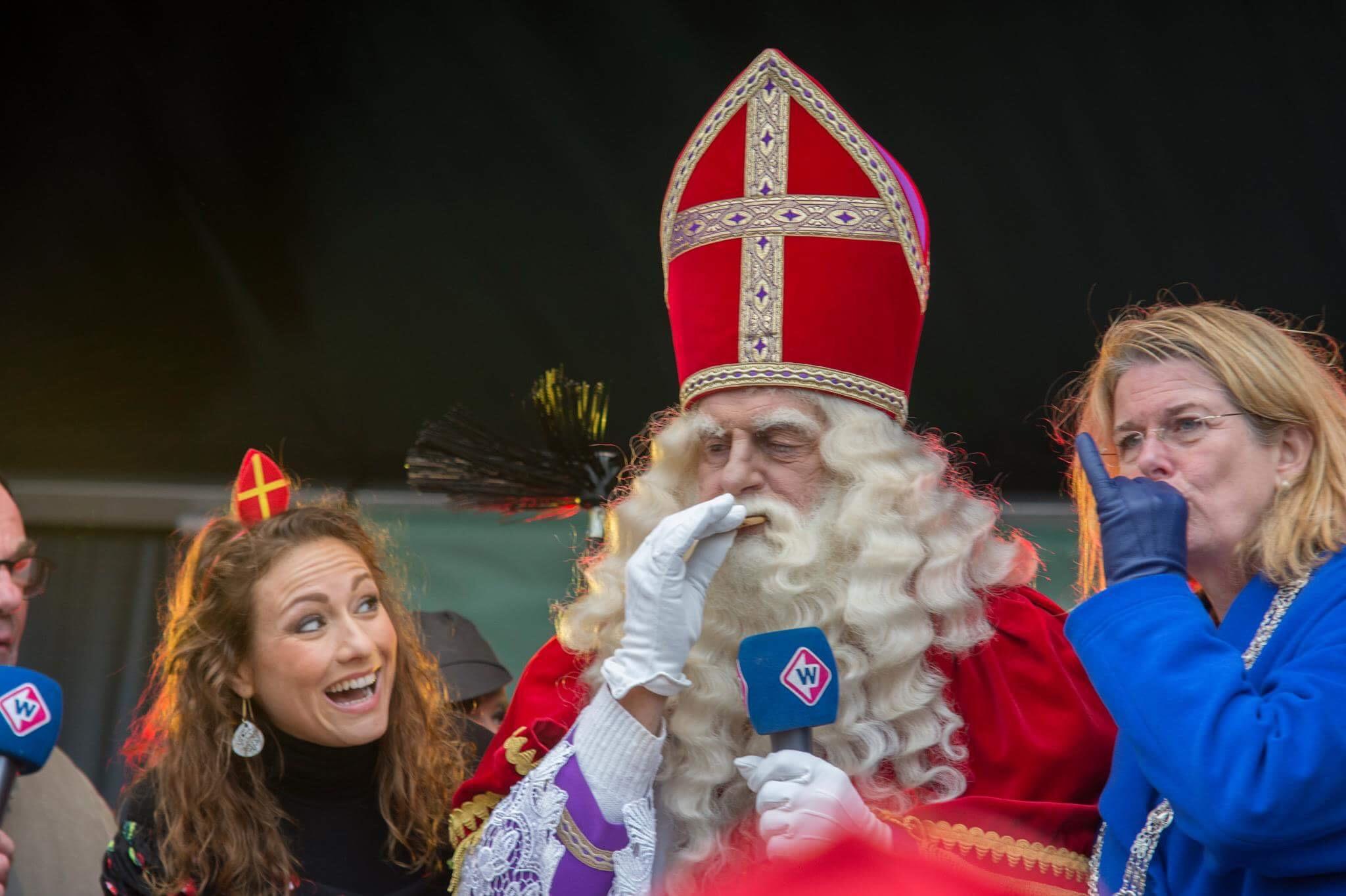 Sinterklaas en burgemeester pauline Krikke Jessica Mendels