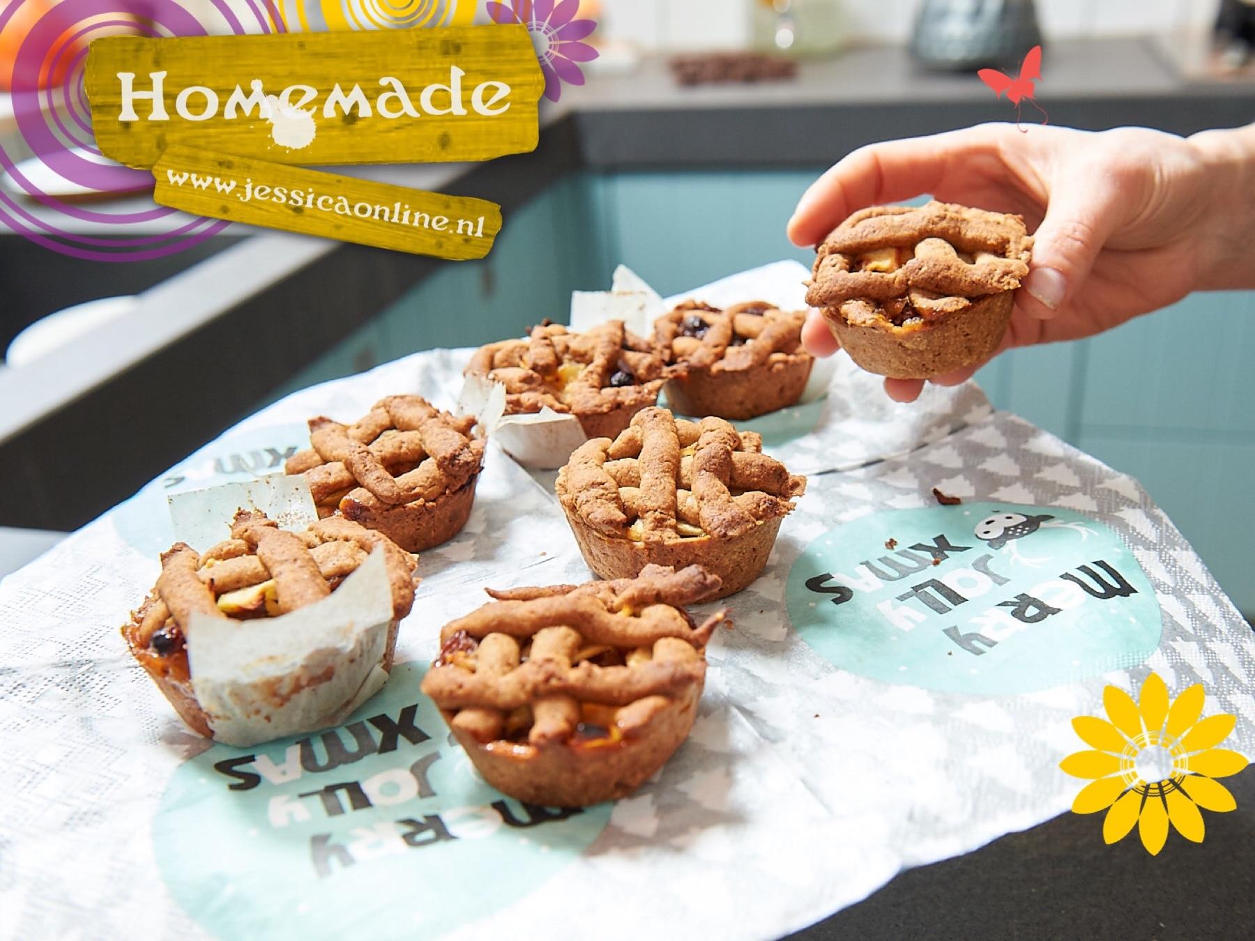 Mini appeltaartjes uit de hand