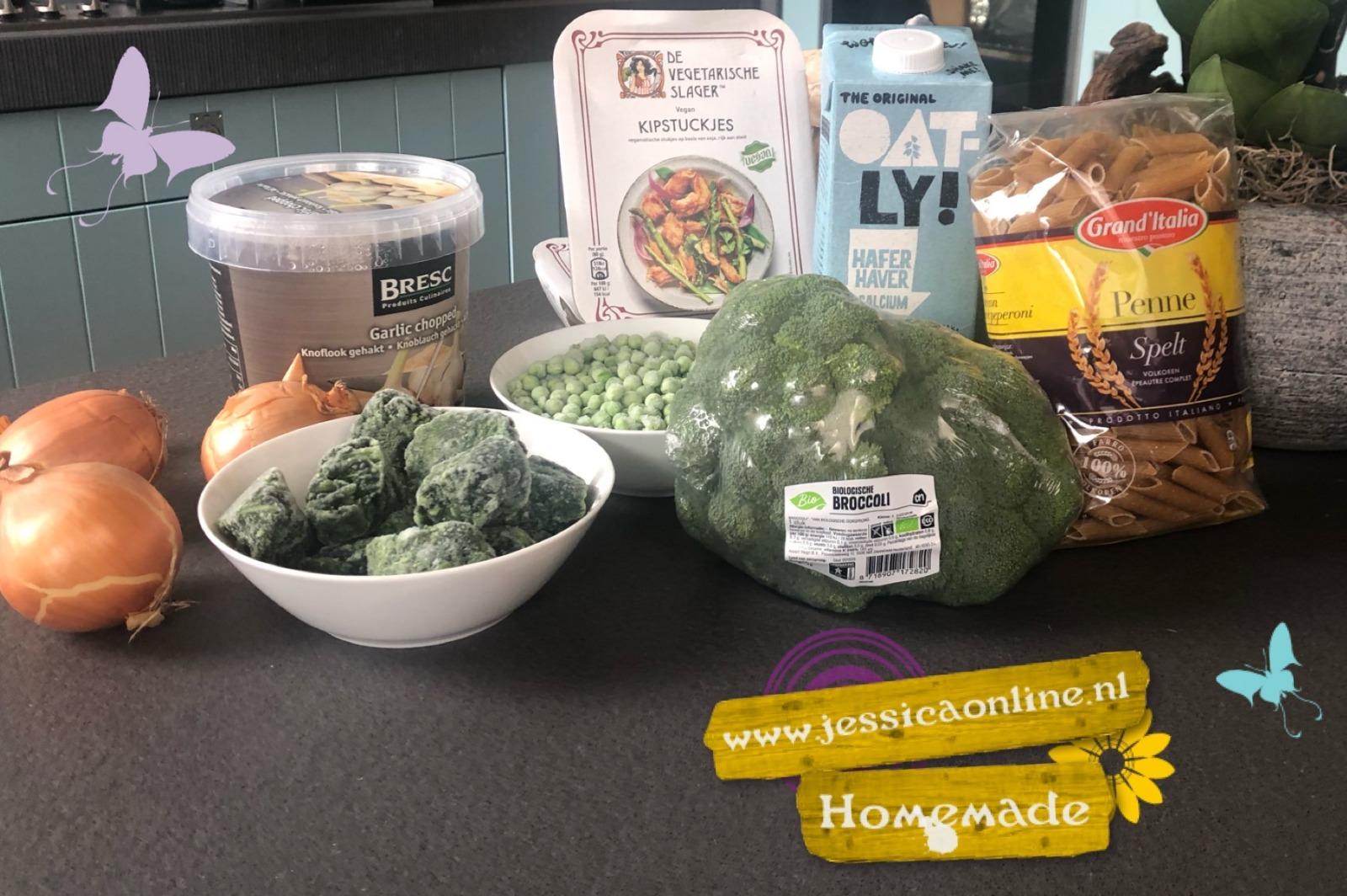 Vegan speltpasta met groene saus