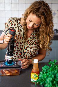 Kipkarbonade marineren met illie billie Sweet chili en de Bosch ErgoMixx JessicaOnline.nl